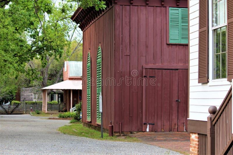 Montgomery, AL/Estados Unidos - 3 de abril de 2019: Los edificios originales de la ciudad vieja muestran cómo los colonos del sig imágenes de archivo libres de regalías