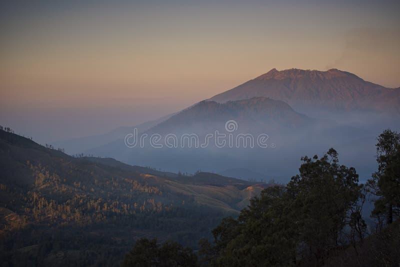 L'Indonesia, Vulcano Di Raung Fotografia Stock - Immagine