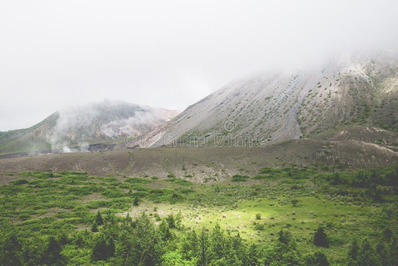 Monti Usu, vulcano attivo al sud del lago Toya, Hokkaido, J immagine stock libera da diritti