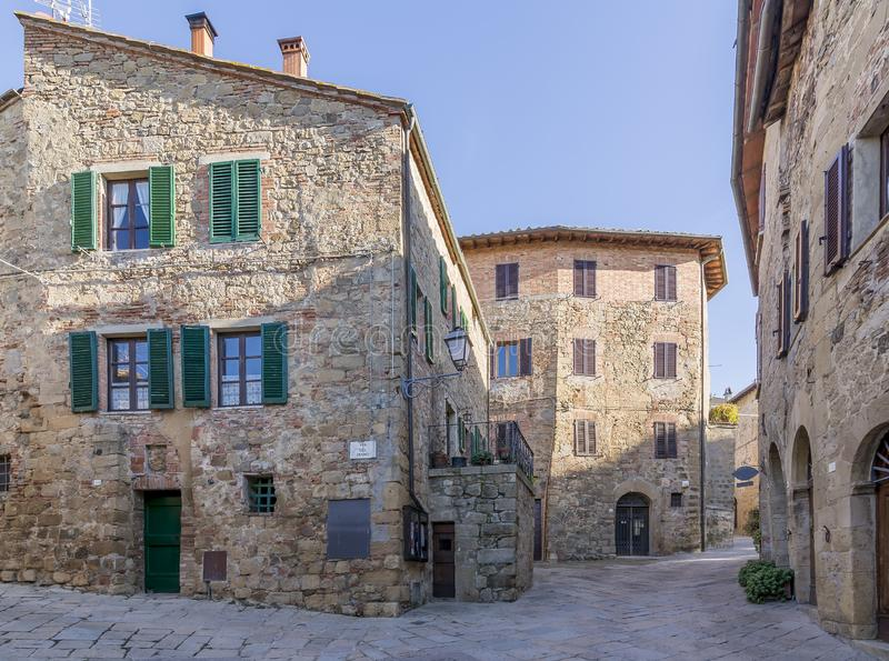 Monticchiello,锡耶纳,托斯卡纳,意大利中世纪村庄的美丽的景色没有人的 库存照片