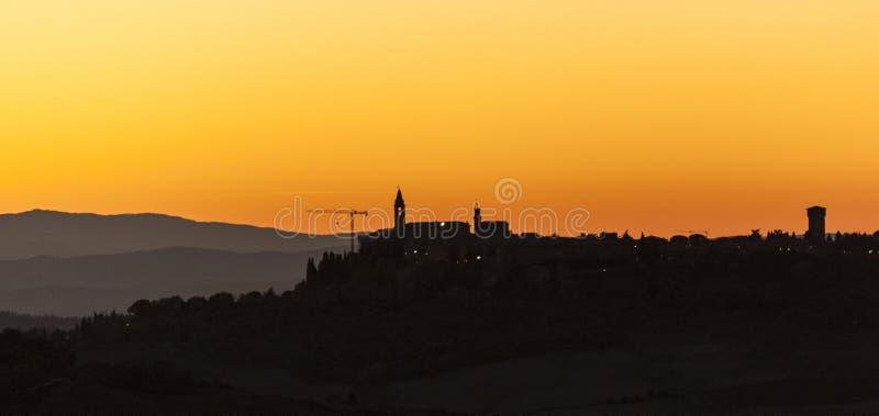 Montichiello - la Toscane/Italie : Le 29 octobre 2017 : Coucher du soleil dans Monticchiello, ` Orcia Toscane de Val d images libres de droits
