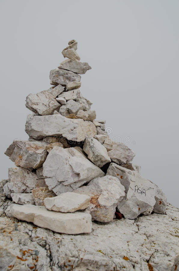 Monticule en pierre images stock
