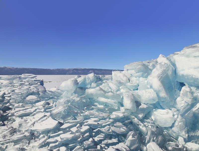 Monticules transparents de glace sur le lac Baïkal, Sibérie orientale, image libre de droits