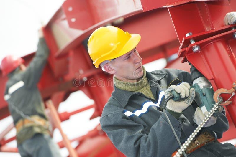 Montierender Aufbau der Erbauerarbeitskraft Metall stockfoto