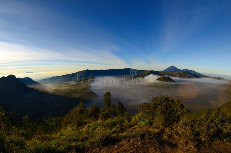 Montierung Bromo, ist ein aktiver Vulkan und ein Teil des Tengger Gebirgsmassivs, in Osttimor, Indonesien stockbilder