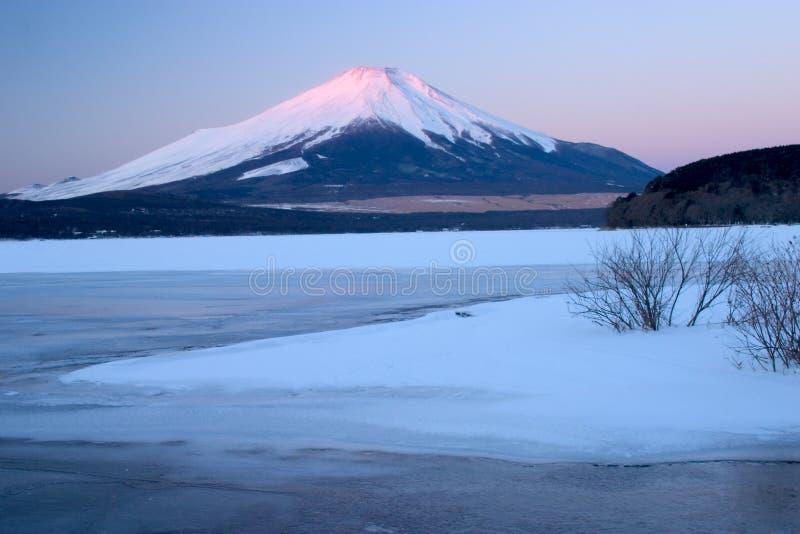 Montierung Fuji im Winter stockfotos