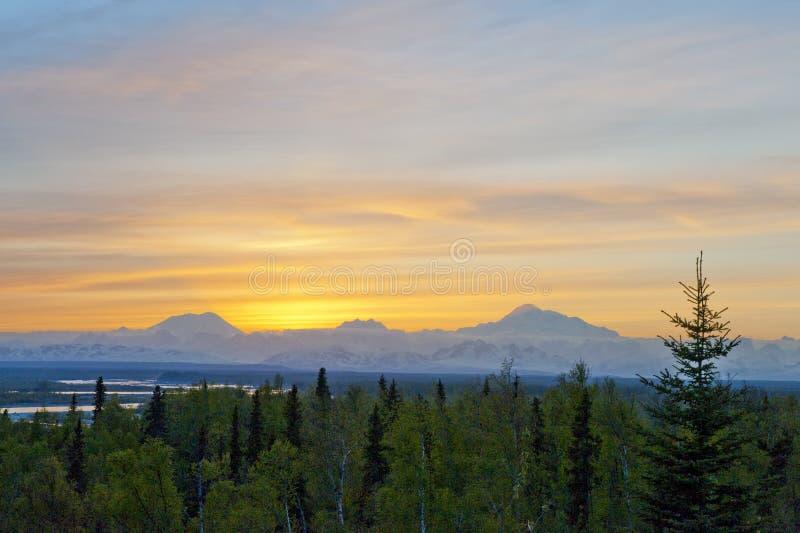 Montierungmckinley-Sonnenuntergang lizenzfreie stockbilder
