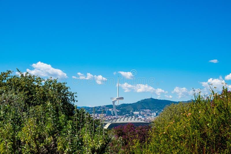 Montjuic通讯台在ady的夏天与巴塞罗那风景  免版税图库摄影