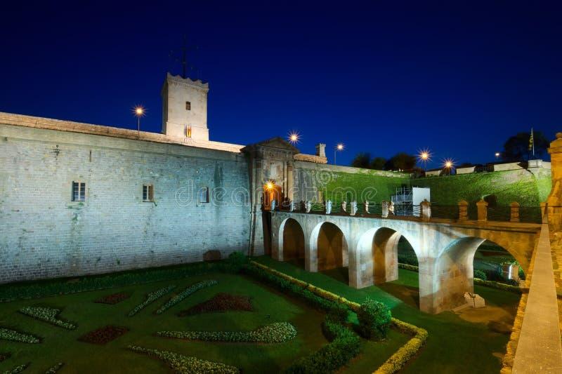 Montjuic Schloss nachts, Spanien lizenzfreie stockfotografie