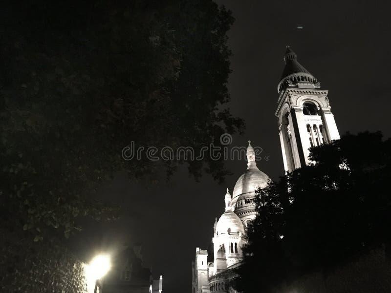 Montmartre par nuit Paris image stock