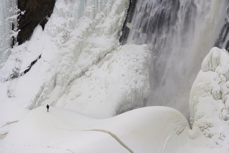 Montmorency-Eiswasserfall lizenzfreie stockfotos
