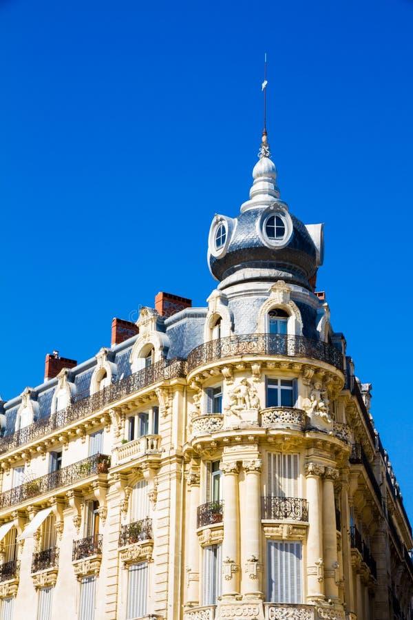 Montpellier, Francia Edificios hist?ricos de en el lugar la Comedie en un d?a soleado imágenes de archivo libres de regalías