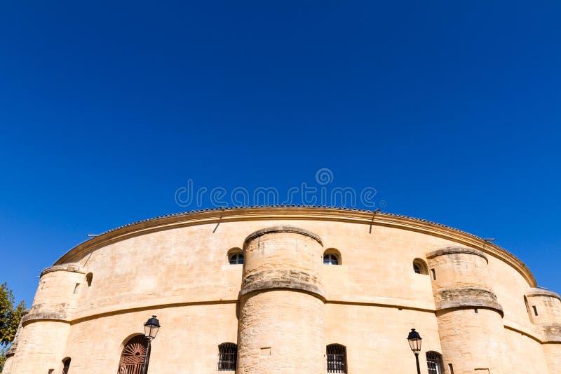 Montpellier, Francia vista parcial del teatro del ágora en un día soleado con el copyspace imagen de archivo