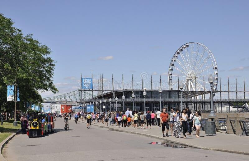 Montréal, le 26 juin : Pavillon Jacques Cartier et la roue du port de Vieux de Montréal dans le Canada images libres de droits
