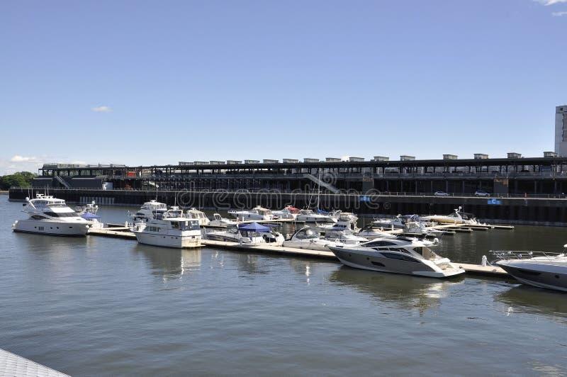 Montréal, le 26 juin : Quay Jacques Cartier de port de Vieux de Montréal dans le Canada photographie stock libre de droits