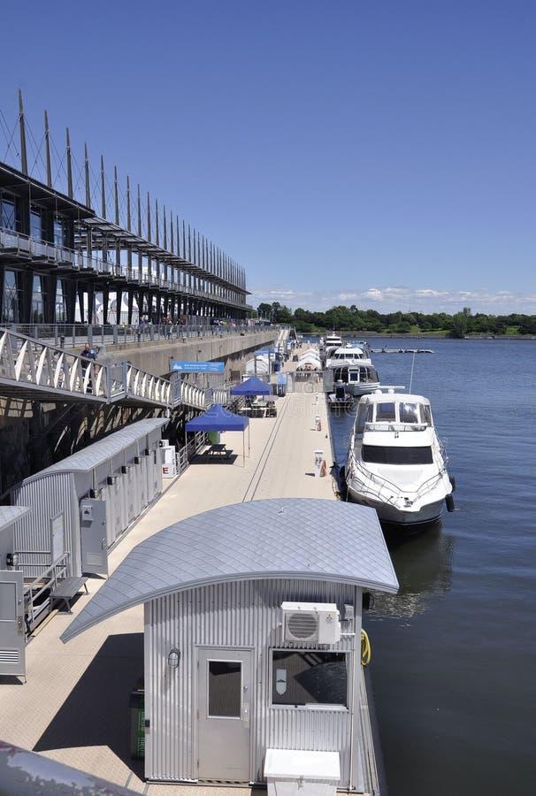Montréal, le 26 juin : Quay Jacques Cartier de port de Vieux de Montréal dans le Canada photo libre de droits