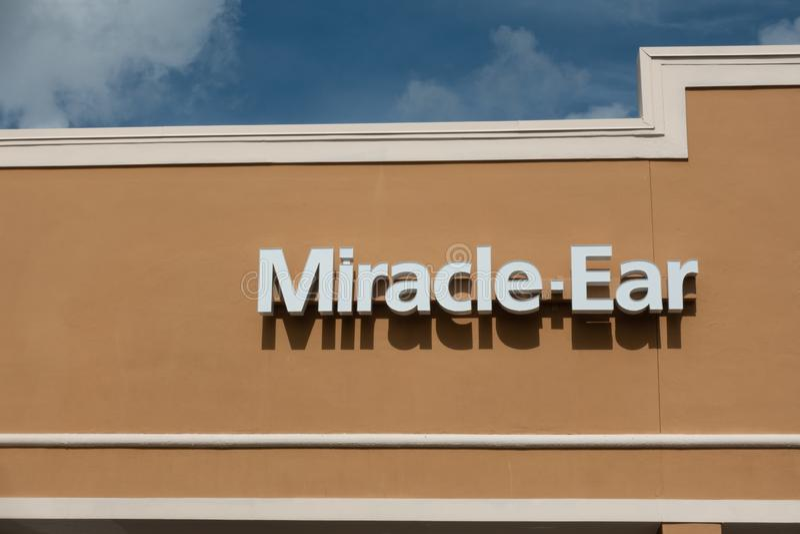 Montra da orelha do milagre em um shopping imagens de stock royalty free
