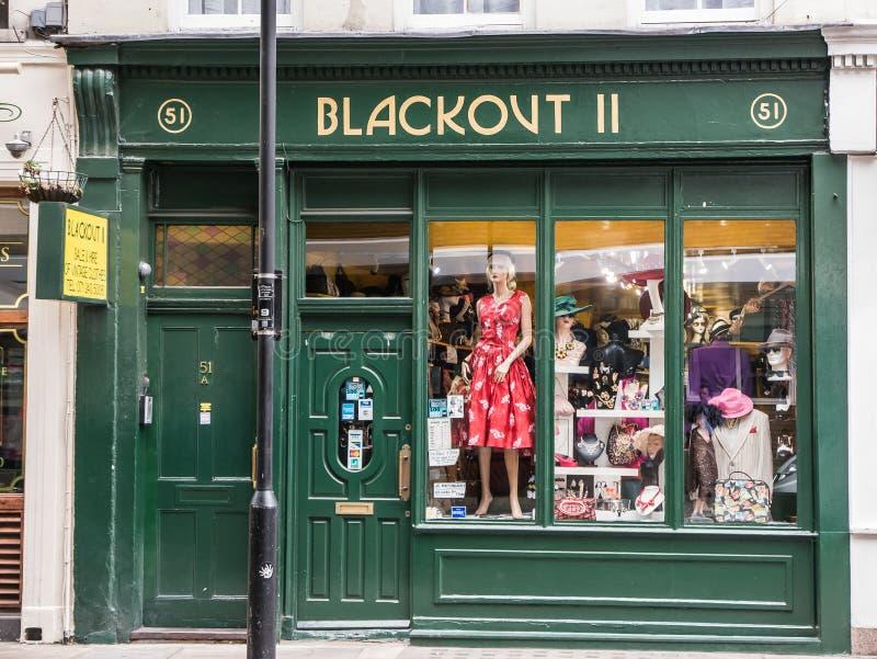 Montra de Londres, roupa do vintage do escurecimento II, jardim de Covent imagem de stock royalty free