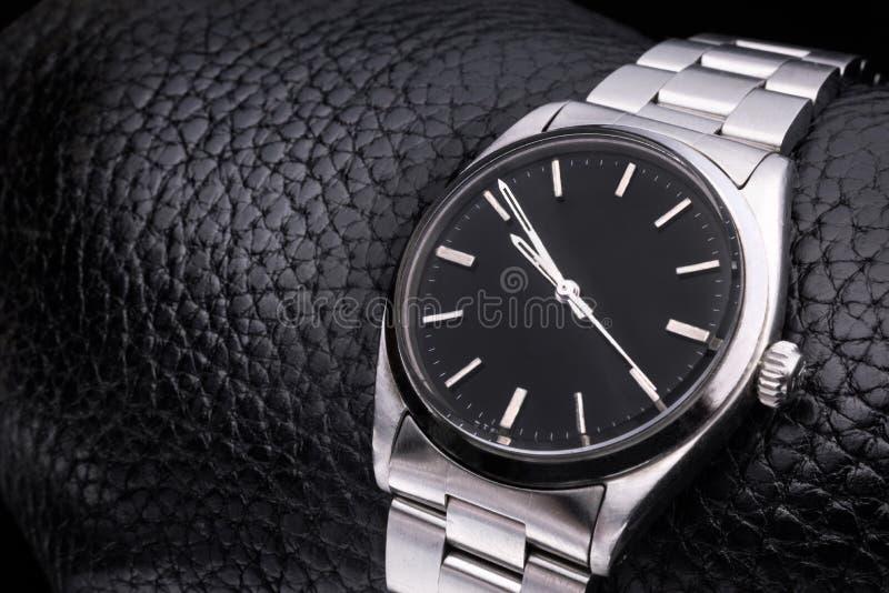 Download Montre-bracelet De Rolex, Accessoire De Luxe Fond En Cuir Image stock - Image du affaires, métal: 45353023