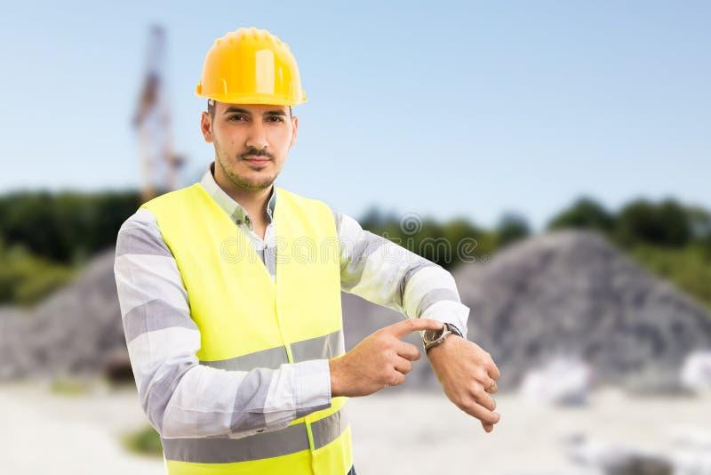 Montre d'apparence de directeur des travaux de construction en tant que tard concept photo stock