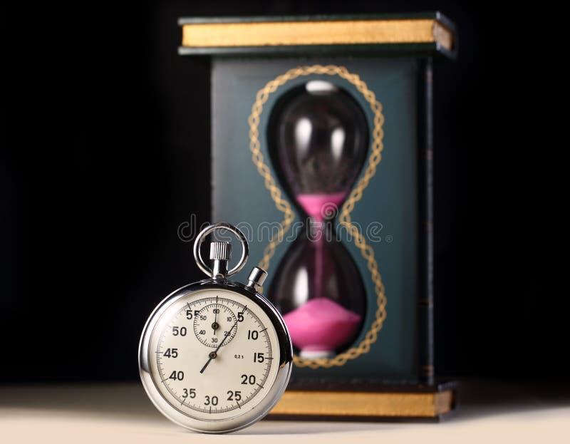 Montre de chronomètre et de sable photographie stock libre de droits
