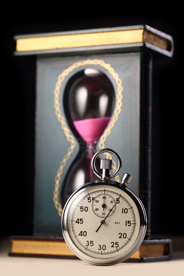 Montre de chronomètre et de sable photographie stock