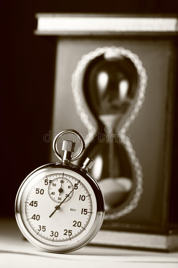 Montre de chronomètre et de sable image stock