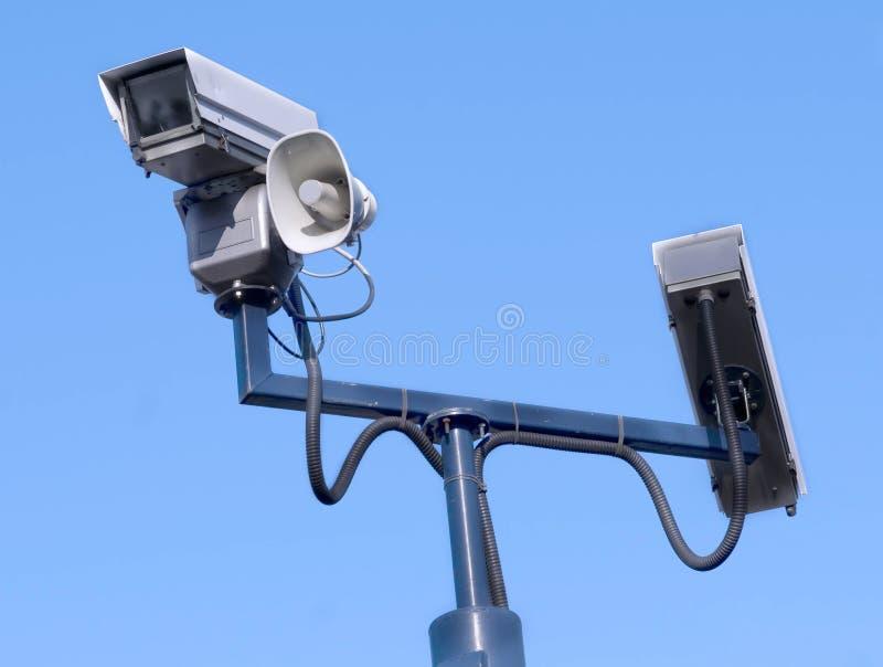 Montre de crime : Observer de caméra de sécurité photos libres de droits