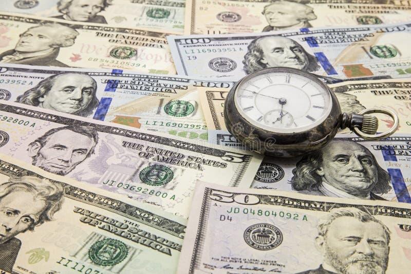 Montre de poche d'argent liquide de concept de stratégie d'argent de temps image libre de droits