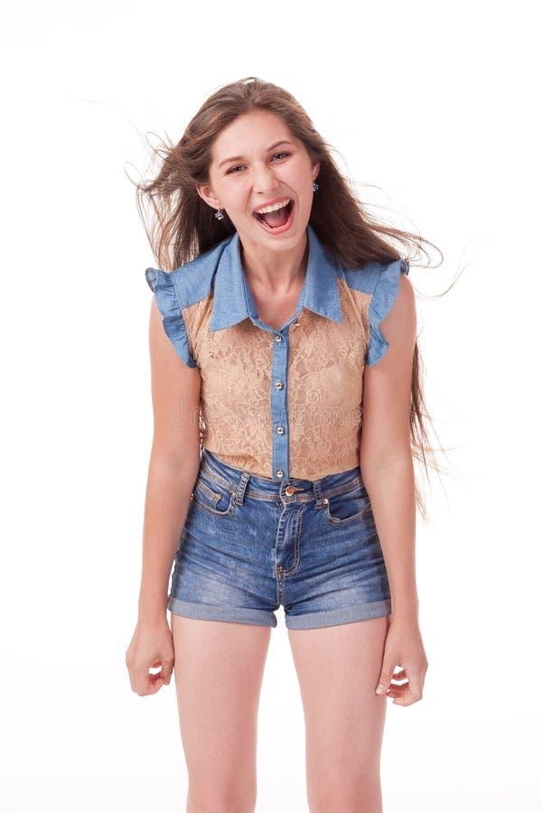 Montre différentes émotions, portrait des shorts de port d'un denim de beau modèle femelle et chemise brune sur le fond blanc photos stock
