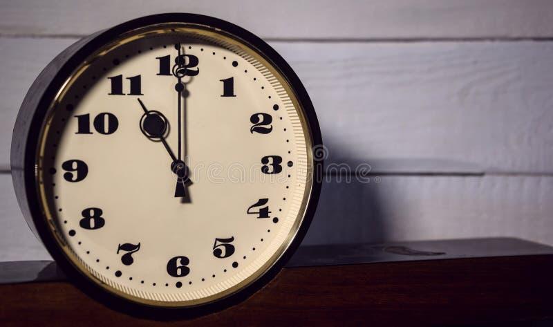 Montre, rétro onze o horloge de ` du vintage pendant le matin et soirée photographie stock