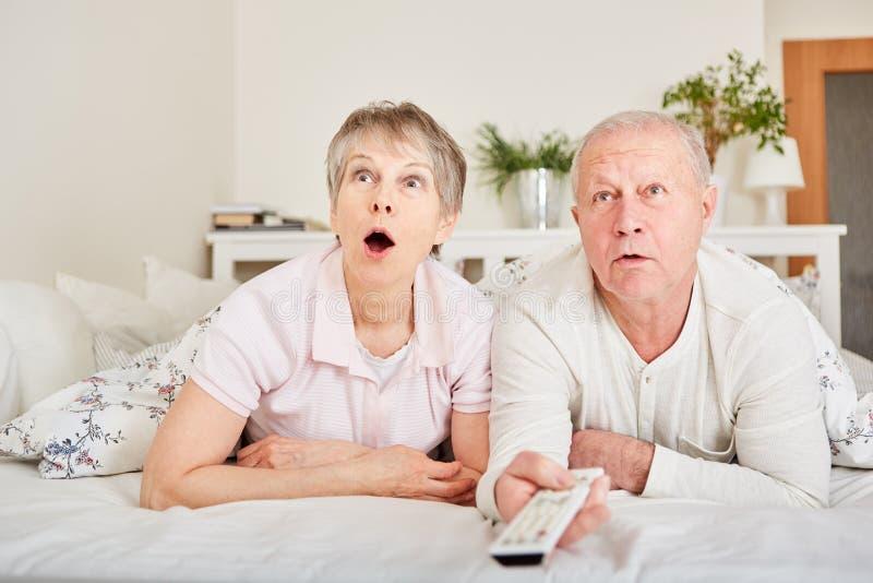 Montre supérieure TV de couples images libres de droits