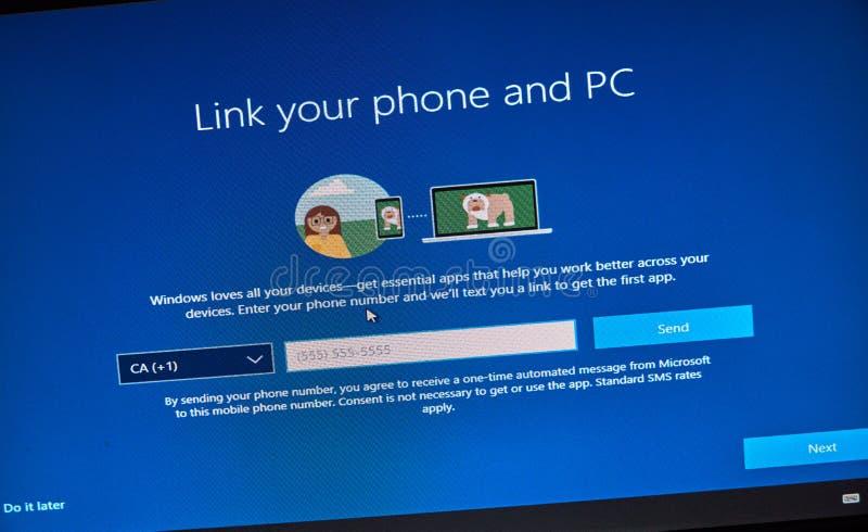 MONTREAL, CANADÁ - 8 DE NOVIEMBRE DE 2018: Instalación del OS de Windows y proceso de la activación en una exhibición de la PC Mi foto de archivo
