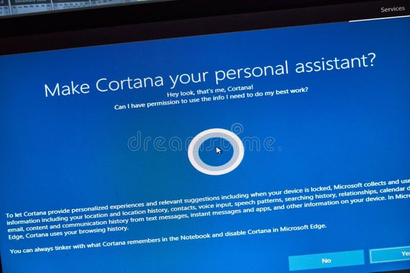 MONTREAL, CANADÁ - 8 DE NOVIEMBRE DE 2018: Windows Cortana, ayudante personal en una pantalla de la PC Microsoft es una multinaci imágenes de archivo libres de regalías