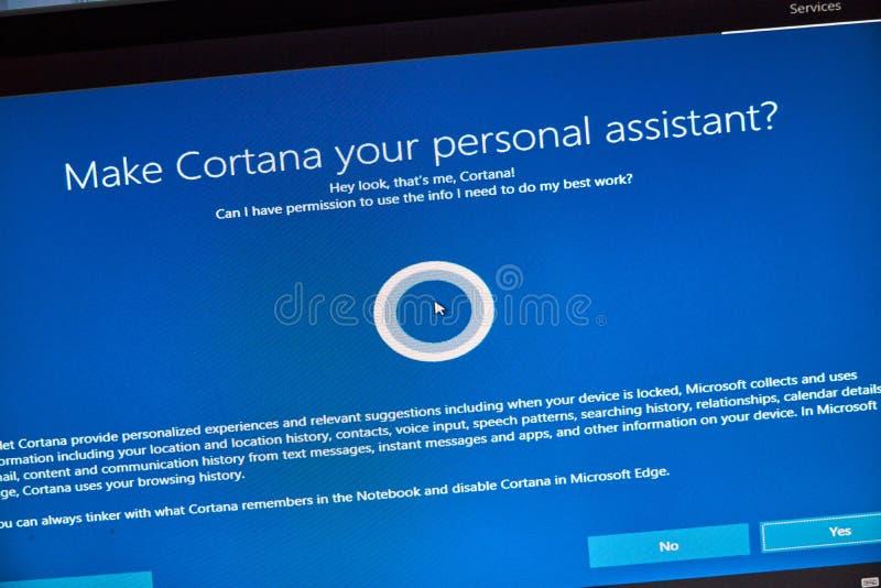MONTREAL, CANADÁ - 8 DE NOVIEMBRE DE 2018: Windows Cortana, ayudante personal en una pantalla de la PC Microsoft es una multinaci fotos de archivo libres de regalías