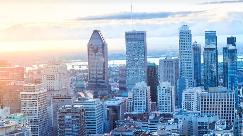 Montreal, CANADÁ - 29 de setembro de 2018 Cidade de Montreal no nascer do sol fotos de stock