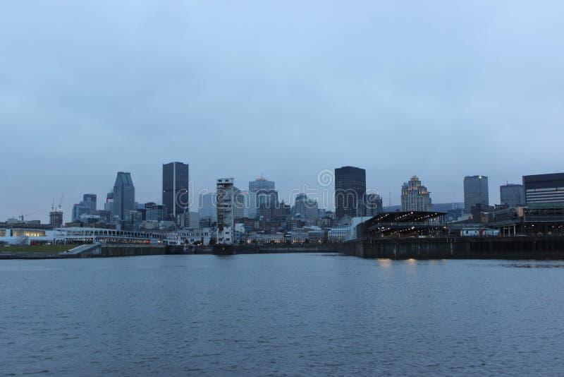 Montreal an der Dämmerung lizenzfreies stockbild