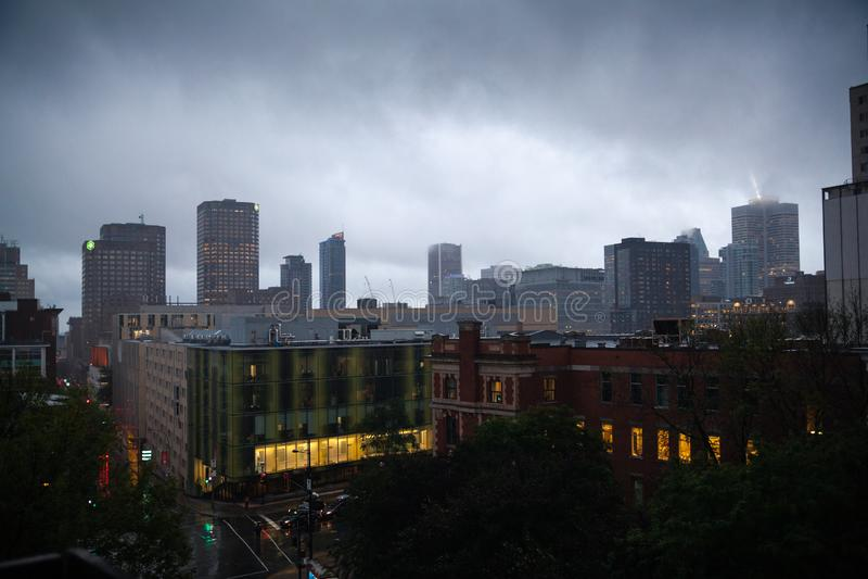 Montreal do centro na chuva fotografia de stock royalty free