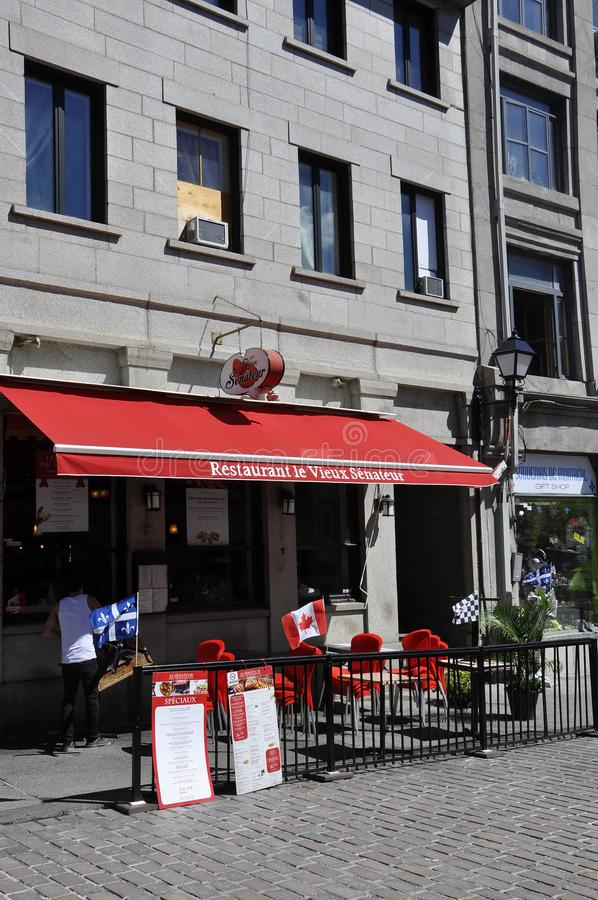Montreal, el 26 de junio: Terraza antigua del restaurante de Rue Saint Paul en el centro Ville de Montreal en Canadá fotos de archivo libres de regalías