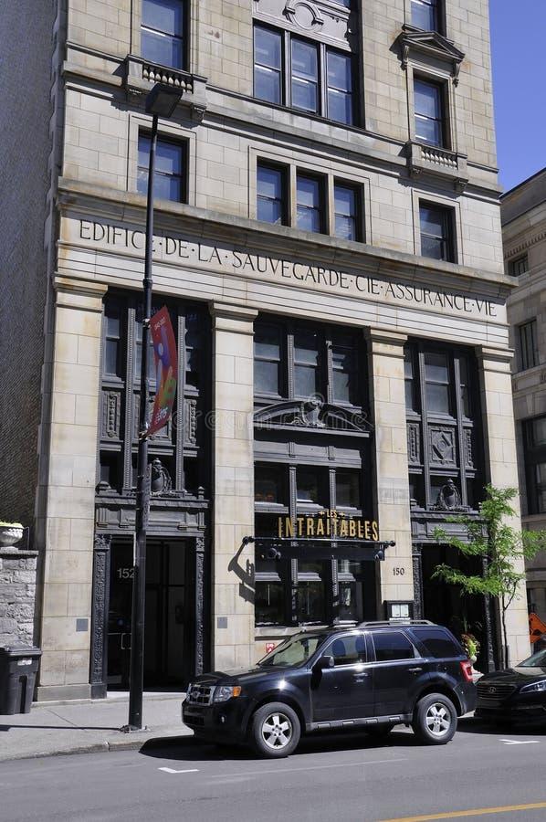 Montreal 26 giugno: Entrata della costruzione di assicurazione da Rue Notre Dame di Montreal nel Canada fotografia stock