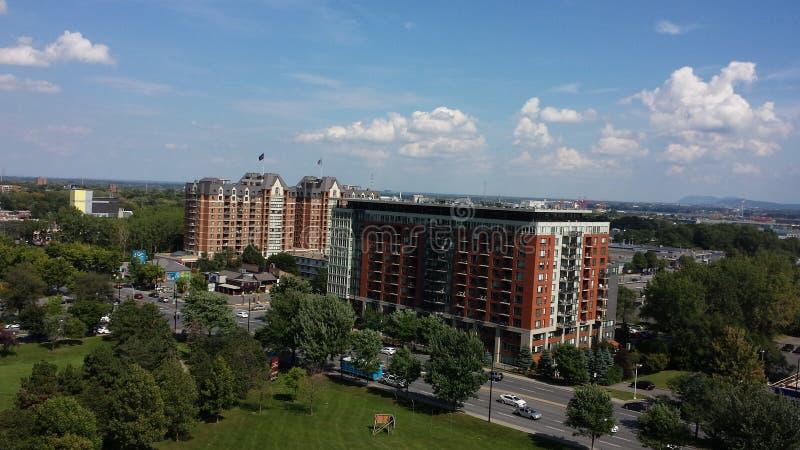 Montreal-Himmel und -gebäude lizenzfreie stockbilder