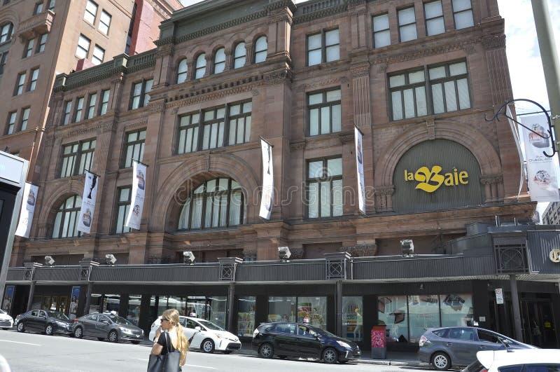 Montreal, 27 Juni: Magasinla Baie D ` Hudson Building van Montreal in de Provincie van Quebec van Canada stock afbeeldingen