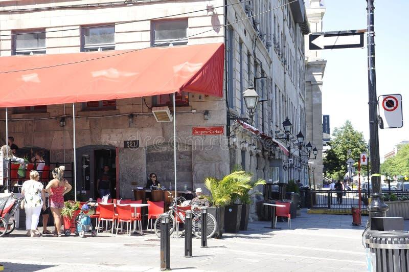 Montreal, 26 Juni: Terrasrestaurant van Plaats Jacques Cartier in Centrum Ville van Montreal in Canada royalty-vrije stock fotografie