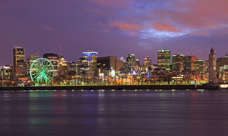 Montreal linia horyzontu i świętego Lawrance rzeka przy półmrokiem, Kanada obraz royalty free
