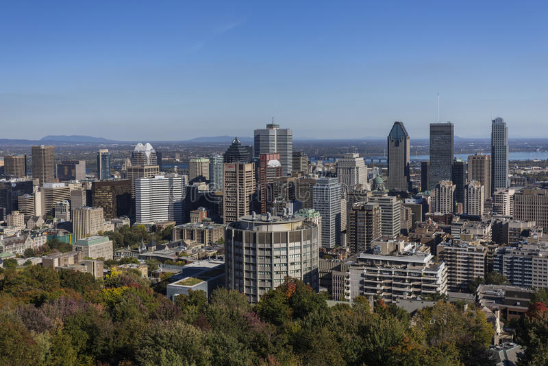Montreal linia horyzontu od góry Królewskiej obraz stock