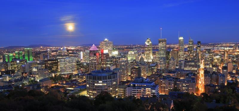 Montreal linia horyzontu przy nocą, Quebec zdjęcie stock