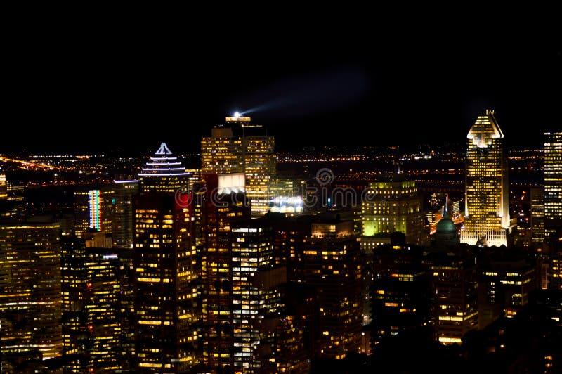 Montreal linia horyzontu przy nocą w Quebec zdjęcia stock