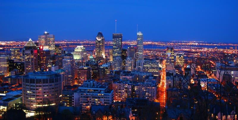 Montreal miasta linia horyzontu przy nocą, Quebec, Kanada fotografia stock