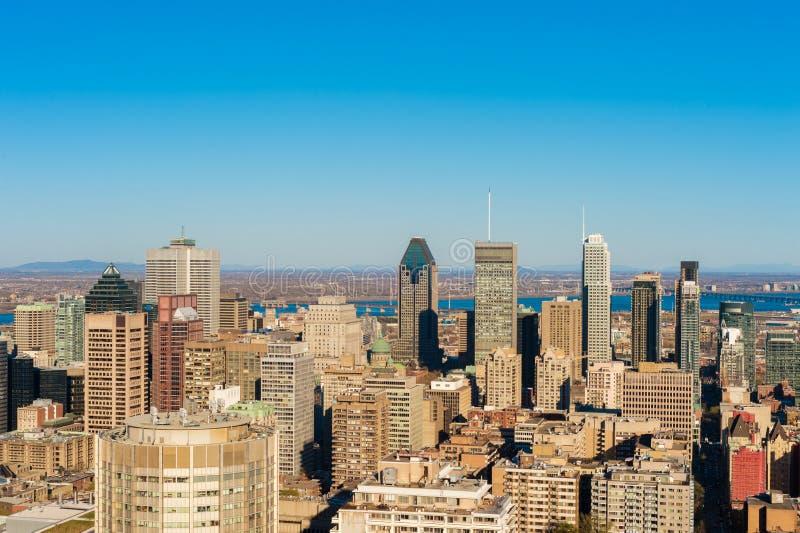 Montreal miasta linia horyzontu przy zmierzchem przeglądać od Mont Królewskiego belwederu obraz royalty free