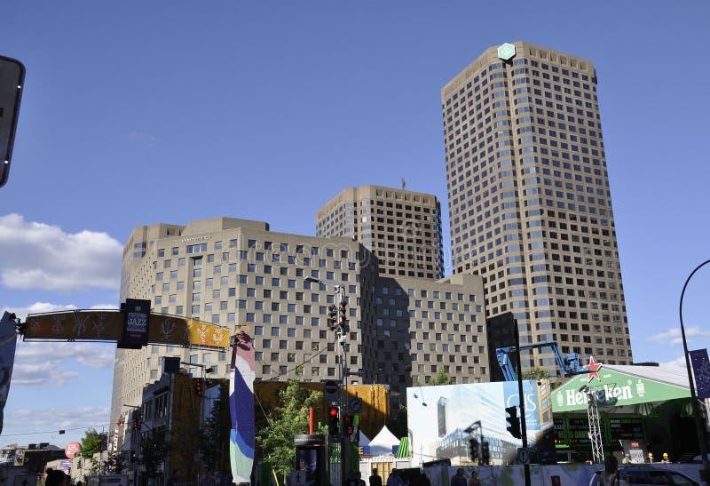 Montreal, o 27 de junho: Desjardins complexo com construção do hotel de Hyatt Regency da baixa de Montreal fotografia de stock royalty free